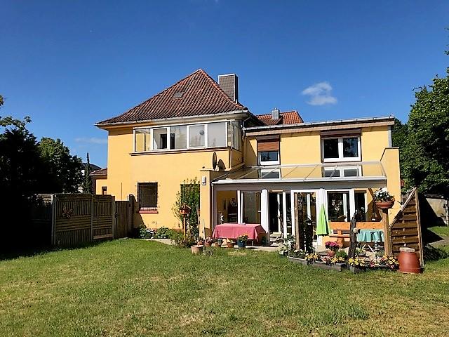 Hausseite-vom-Garten-2